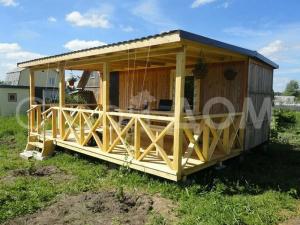 Бытовка с верандой на даче в Подмосковье. Строительство по низкой цене в Клину.